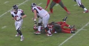 Bucs LB Adarius Glanton Carted Off Field After Gruesomely Snapping ...