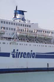 Tirrenia: corsa ai traghetti alternativi La precettazione non ...