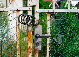 94 Chain Link Fence Gate Locked Door Stock Photos Pictures Royalty Free Images Istock