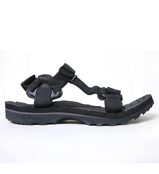 Sandal gunung dan sepatu