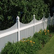 Keswick Vinyl Fencing At Lowes In 2020 White Vinyl Fence Vinyl Picket Fence Vinyl Fence Panels