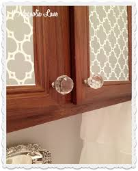 tips for decorating the bathroom in a