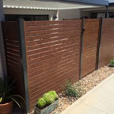 China Modern Outdoor Wood Grain Aluminum Fencing Garden Fence Aluminum Slat Fencing China Garden Fence Fencing