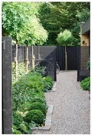 56 Fabulous Side Yard Garden Design Ideas And Remodel Sideyardgarden Backyardlandscaping Gardendesign Vidur Net Garden Architecture Garden Design Unique Gardens