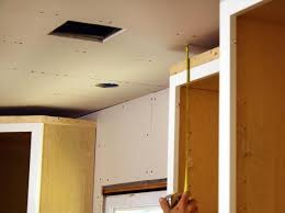 install kitchen cabinet crown molding