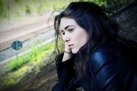 اجمل صور بنات حزينة صورة بنت معبرة عن الحزن مؤثرة عيون الرومانسية
