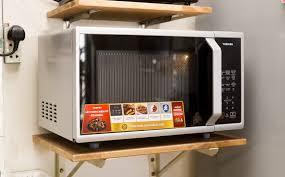 Những thức ăn, vật dụng nên và không nên cho vào lò vi sóng