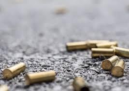 Jovem leva quatro tiros durante briga em posto de combustíveis em Manaus