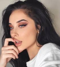 black eyeliner lipstick night out
