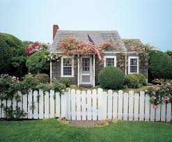 21 Picket Fence Designs Around The House
