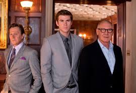 Il potere dei soldi intrappola il giovane e ambizioso Liam Hemsworth