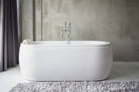 cost to install or replace a bathtub