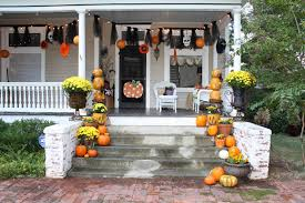 20 Simple but Effective Halloween Front Porch Ideas