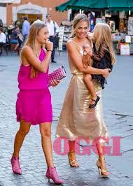 La famiglia Totti al matrimonio della cugina di Ilary Blasi: occhi ...