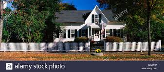 This Is A Typical Suburban Single Family Home It Is A White House Stock Photo Alamy