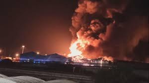Gran incendio en el puerto italiano de Ancona