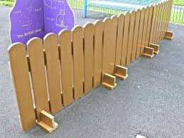 Free Standing Fence Here Is Another Great Idea For Supports For The Portable Free Standing Doggie Fence Inside Diy Fence Free Standing Fence Backyard Fences