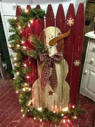 Get Inspired With 10 Cheerful Christmas Outdoor Decorations Homesthetics Inspiring Ideas For Your Home Christmas Decorations Rustic Christmas Crafts Christmas Decorations