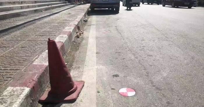 """ผลการค้นหารูปภาพสำหรับ ดราม่าสนั่นเมือง """"หมุดขาวแดง"""" ฝังลงถนนที่เชียงใหม่ หวังจับโป๊ะพวกจอดแช่"""""""