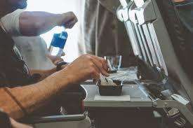 Anac recomenda fim de serviço de bordo em voos nacionais   Rota de ...