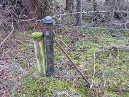 Old Railway Fence Strainer Post C Valenta Cc By Sa 2 0 Geograph Britain And Ireland