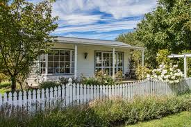 I D Love A Little Cottage With A White Picket Fence Picture By Friiskiwi For Dream House Photography Contest Pxleyes Com
