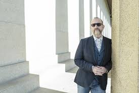 Men at Work singer Colin Hay forges his own path, one tune at a ...