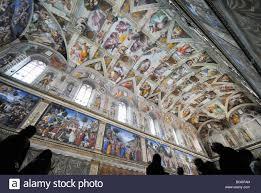 Gli affreschi della Cappella Sistina a Roma, Italia, basso angolo di  visione Foto stock - Alamy