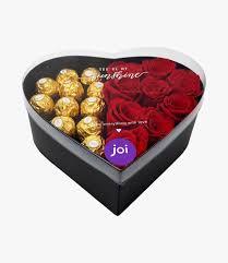 صندوق شوكولاتة وورود أسود كبير بشكل قلب أرسل في شرق القاه