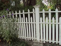 25 Best Ideas About Wood Picket Fence On Pinterest Picket Wood Picket Fence Backyard Fences Fence Design