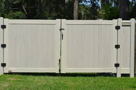Colors Streaking And Embossing Country Estate Vinyl Fence