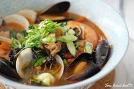 Jjambbong (Korean Spicy Seafood Noodles ...