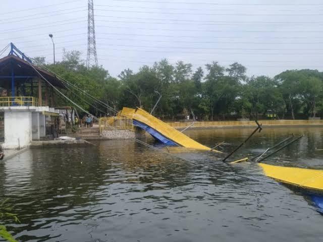 """Image result for jembatan kemayoran roboh"""""""
