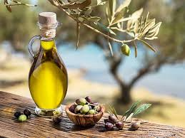 Here Are 9 Amazing Reasons to Drink Olive Oil on a