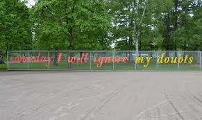 Diy Chain Link Fence Artistry Weave A Sign Or Designdiy Chain Link Fence Artistry Weave A Sign Or Design