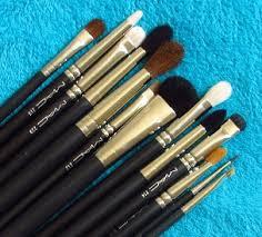 a guide to mac eye brushes
