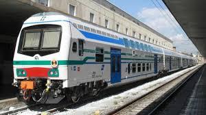 Ruba smartphone a passeggero sul treno La Spezia-Pisa e poi lo ...