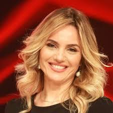 Chi è Laura Chimenti, la giornalista scelta da Amadeus per Sanremo ...