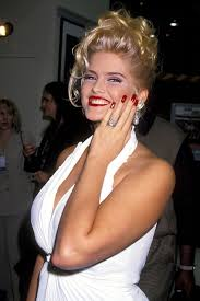 The 40 Best Red Nails of All Time | Anna nicole smith, Anna nicole,  Hollaback girl
