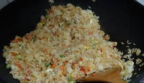 """20年大厨:炒米饭时,一定要牢记这个""""窍门"""",好吃而且不粘锅_手机网易网"""