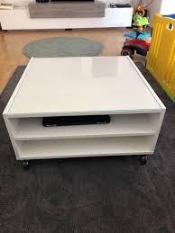 Ikea Couchtisch Weiß Mit Rollen