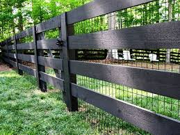 Black Wood Pasture Fence With Black Vinyl Coated 2x4 Welded Wire Diy Garden Fence Backyard Fences Fence Design