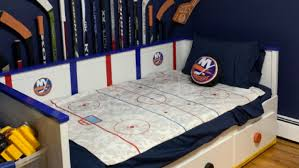 3 year old gets islanders themed room