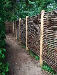 Wattle Fencing A Cheap Diy Material For Modern Outdoor Spaces Natural Fence Garden Works Garden Fencing