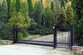 101 Fence Designs Styles And Ideas Backyard Fencing Fence Design Backyard Fences Iron Fence Gate