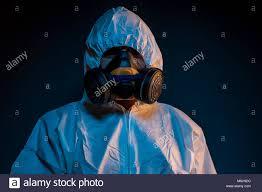 Pandemia di infezione da virus del concetto. Uomo in tuta ...