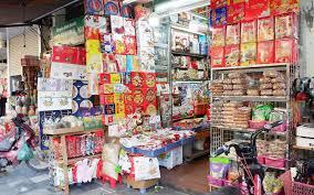 Thị trường bánh kẹo ngoại trước Tết nhộn nhịp, đa dạng chủng loại ...