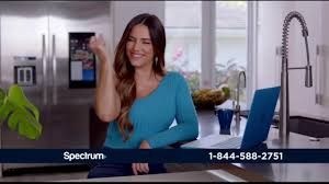 Spectrum Internet TV Commercial 'AsÍ de ...