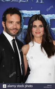 """Aaron Lohr and Idina Menzel at Disney's World Premiere of """"Frozen ..."""