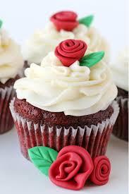 كب كيك Cupcake كيف نصنع وردة مع ورقة شجر بسيطة على السريع